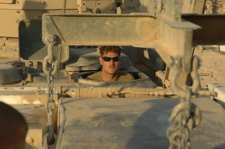 USMC_M88A2_crew_from_the_2nd_Tank_BN_prepares_to_reinstall_the_AGT1500_into_a_M1A1_at_Combat_Outpost_Shir_Gazay_in_Helmand_Province%2C_Afghanistan.jpg