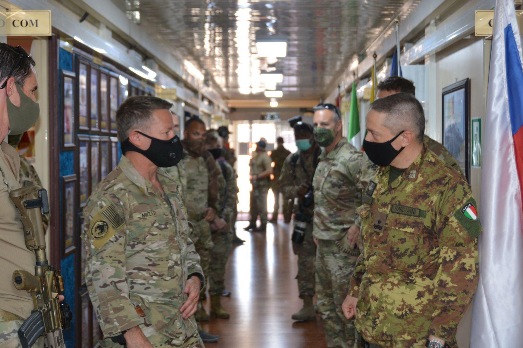 2.-Il-Generale-Miller-con-il-Generale-Barduani-1.jpg