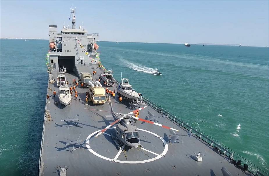 Iranian_Navy_receives_a_new_warship_able_to_carry_helicopters_and_drones_925_001.jpg