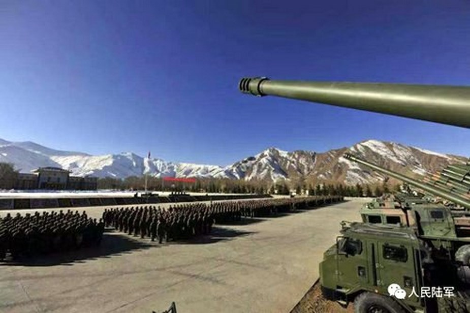Chinese_self-propelled_howitzers_in_Tibet_bear_different_designation.jpg