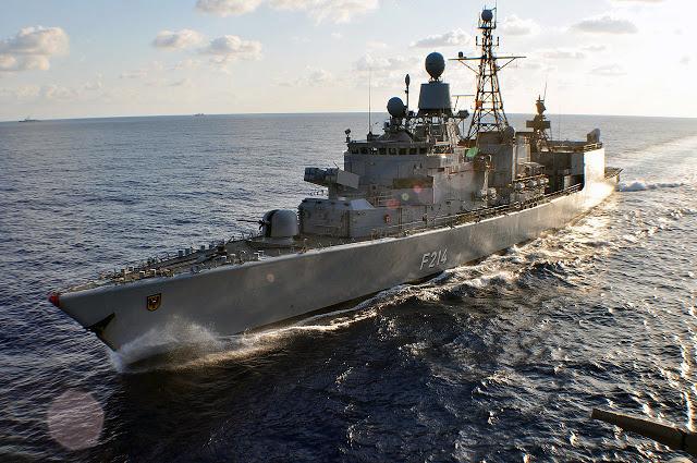 1280px-German_frigate_Lübeck_(F214)_underway_in_the_Atlantic_Ocean_on_25_April_2009_(090425-N-4124C-009).jpg