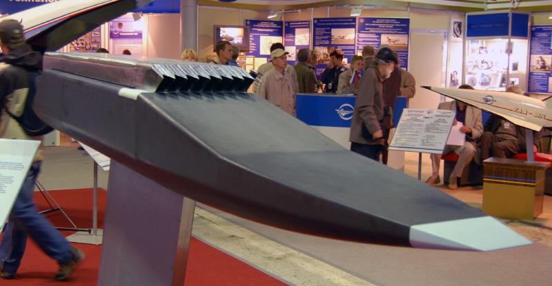 resize-06-MAKS 2009에 전시된 러시아의 극초음속 비행체 GLL 모형-출처-academic.ru.jpg